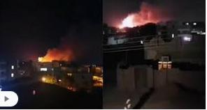 Photo of عاجل : شاهد مقطع فيديو يوضح لحظة انفجار مخزن الزخيرة صباح اليوم