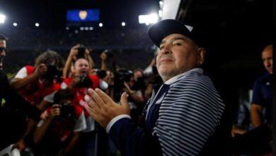Photo of وفاة أسطورة كرة القدم العالمية دييغو مارادونا