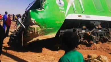 Photo of شرطة السكة حديد توضح ملابسات حادثة تصادم قطار وشاحنة قلاب عند مدخل الخرطوم