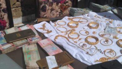 Photo of الشرطة تكشف عن تفاصيل مثيرة لحادثة نهب ذهب وأموال طائلة من منزل بالخرطوم