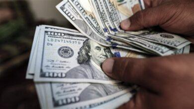 Photo of الدولار يصل إلى (305) في السوق الأسود