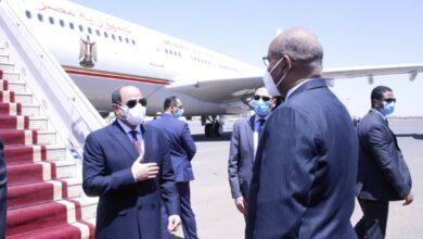 Photo of الفريق إبراهيم جابر يستقبل الرئيس المصري بمطار الخرطوم